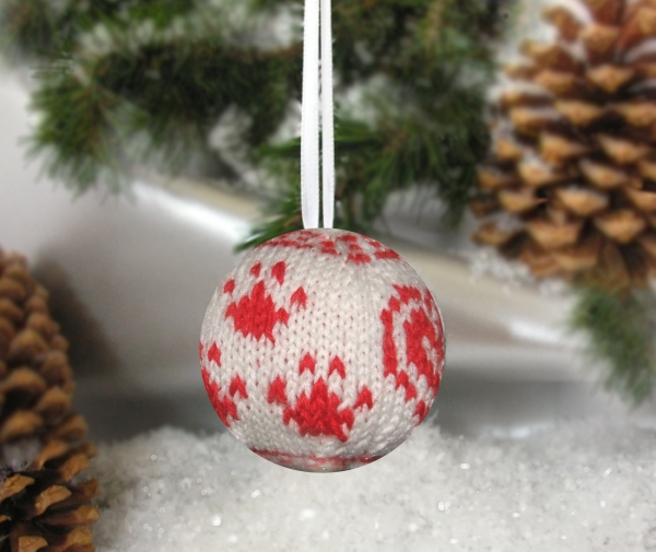 Custom knit holiday heirloom holiday ornaments with three paw and heart design help support Tripawds canine amputee community.
